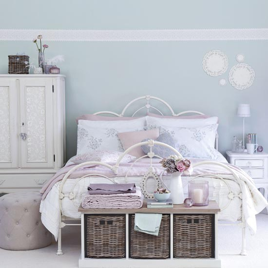 Romantic linen and lace bedroom | Traditional bedroom design ideas | Bedroom | PHOTO GALLERY | Ideal Home | Housetohome.co.uk