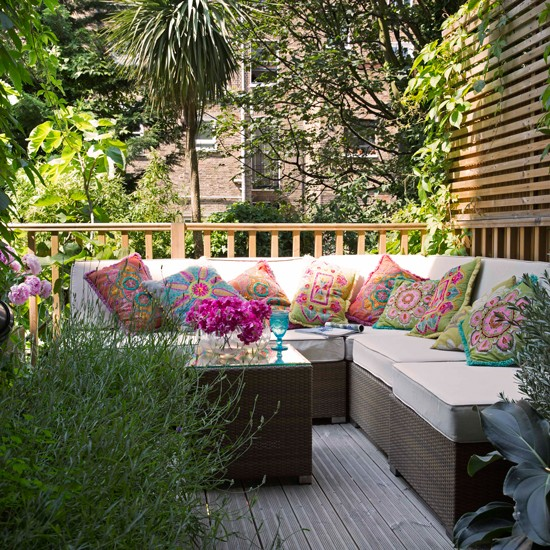 Decking with seating area summer garden ideas for Garden design decking areas
