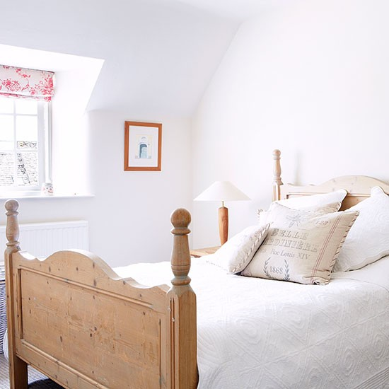 Guest bedroom | Oxfordshire country house | House tour | PHOTO GALLERY | Country Homes and Interiors | Housetohome.co.uk