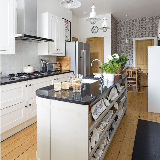 Traditional Kitchen With Island Unit