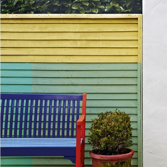 Garden fence and bench painted in block colours easy - Painting garden fence colours ...