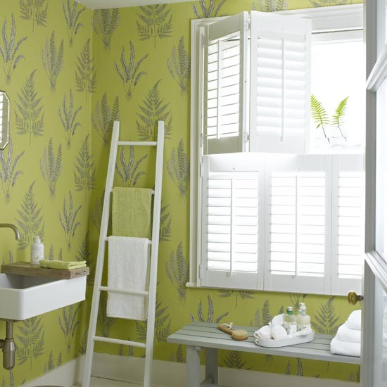 Green and white bathroom interior design ideas for Ideal home wallpaper
