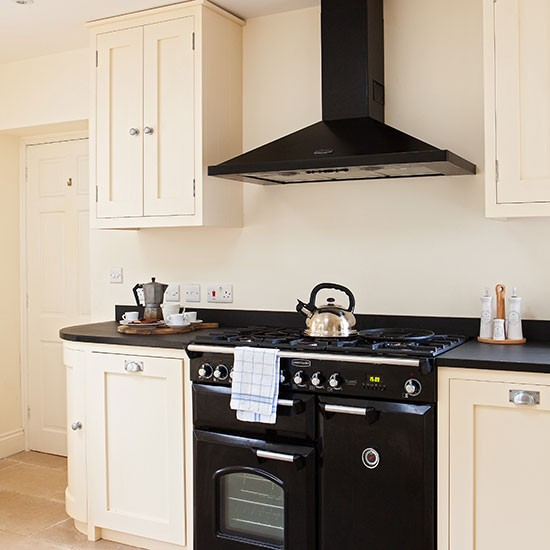 Kitchen Design Range Cooker: Neutral Kitchen With Black Range Cooker