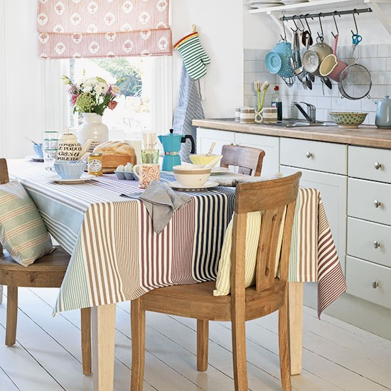 Pastel striped dining room decorating for Dining room interior design ideas uk