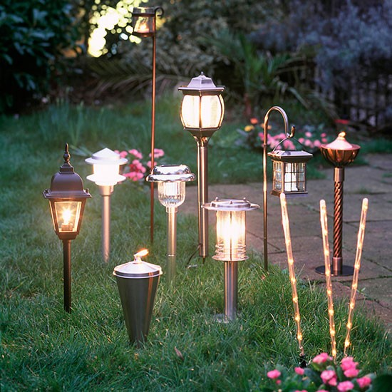 Twilight Garden With Traditional And Modern Outdoor Lanterns Garden Party D