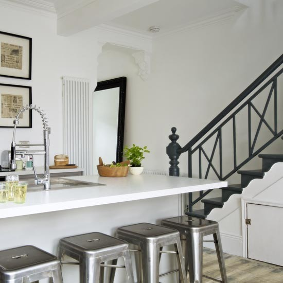 Grey Industrial Kitchen: Monochrome Kitchen-diner With Island Unit Breakfast Bar