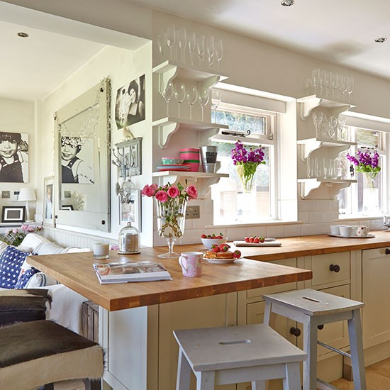 Neutral Country Kitchen With Bright Decor Decorating
