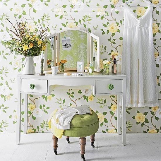 Floral green bedroom dressing area decorating for Dressing area in bedroom