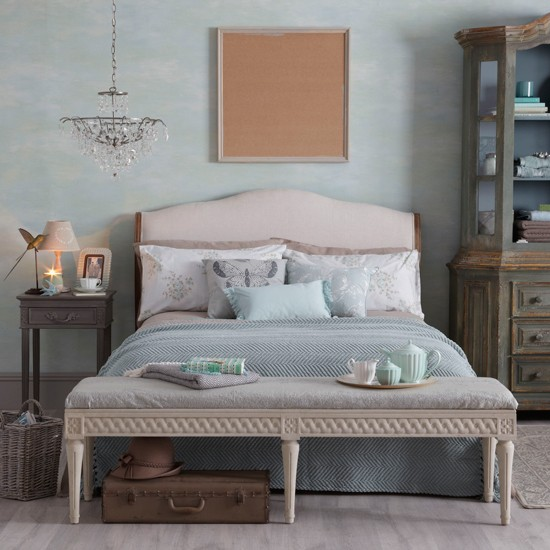 pale jade bedroom with earthy tones decorating with autumn pastels