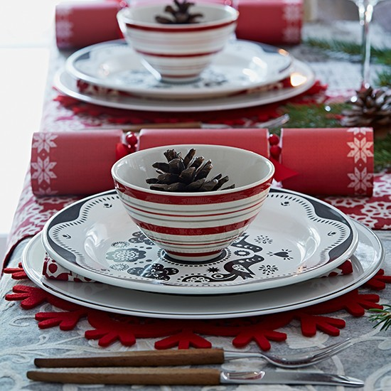 Country christmas table ideas for Christmas home decorations uk