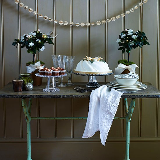 Christmas Display Table With Glass Cake Stands Country