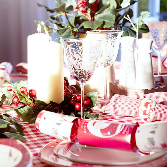 Red and white Christmas table with etched wine glasses ...