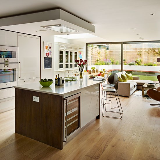 Contemporary Gloss And Wood Kitchen
