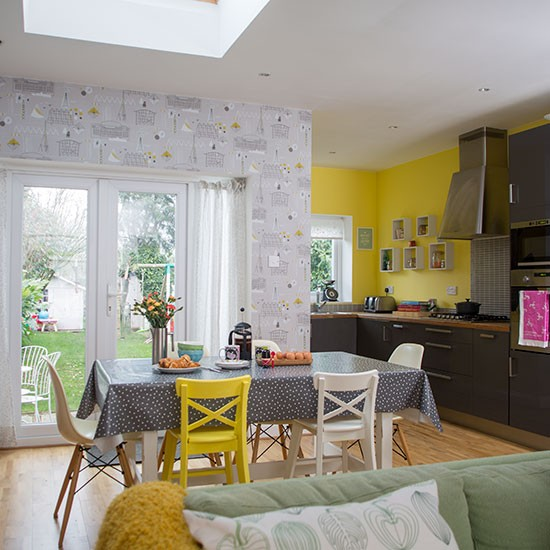 Yellow and grey dining room decorating for Grey yellow dining room ideas