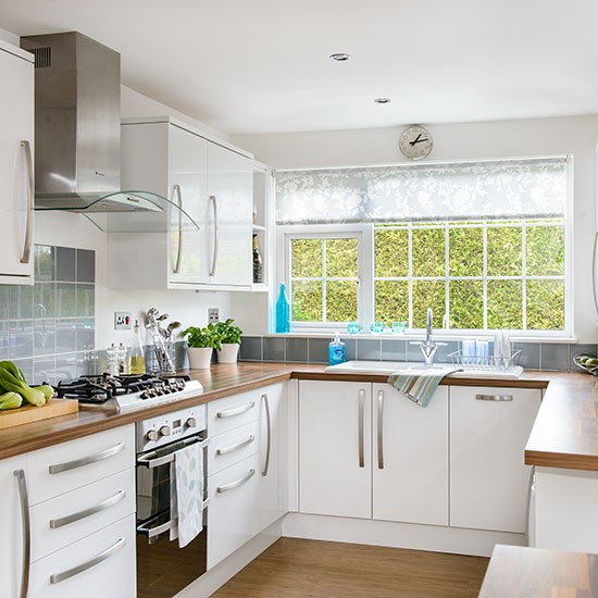 white u shaped kitchen decorating