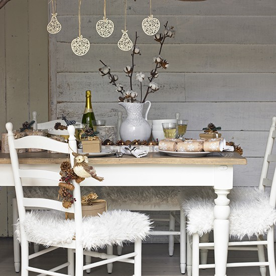 Country christmas dining room ideas for Dining room table christmas decoration ideas