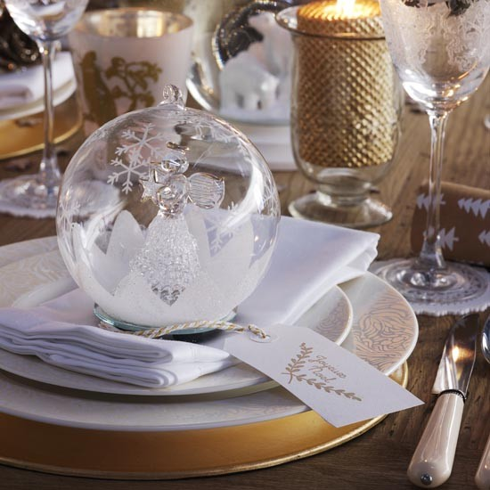 Christmas dining table with crystal bauble place setting Christmas place setting ideas