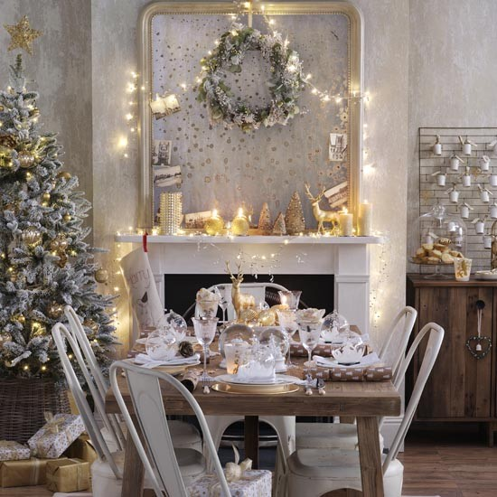 Old gold Christmas dining room with shimmering candles | Traditional Christmas decorating ideas | PHOTO GALLERY | Ideal Home | Housetohome.co.uk
