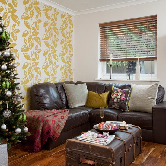 Country Christmas Living Room With Yellow Feature Wallpaper Country Christmas Living Room