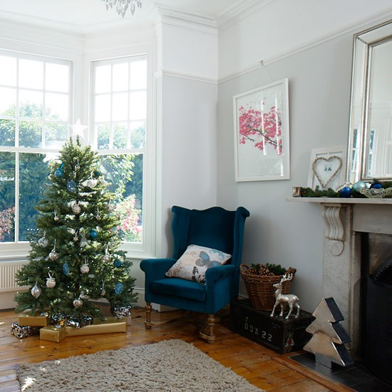 Country Christmas Living Room With Elegant Festive D 233 Cor