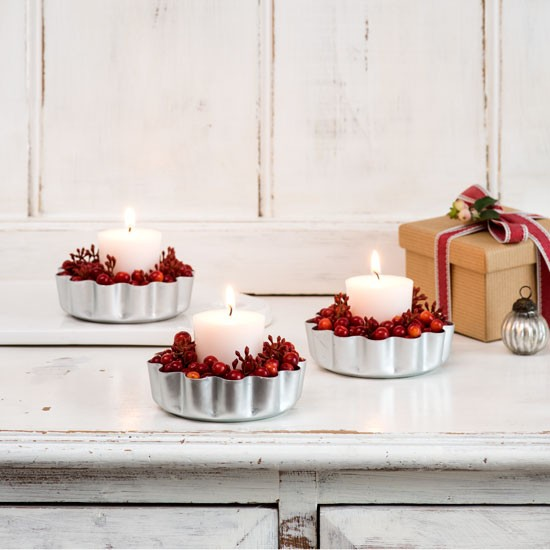 Budget Christmas Decorating Ideas: Wood Panelled Christmas Living Room With Cranberry Tea Lights