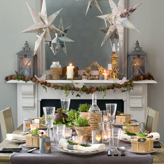 Budget Christmas Decorating Ideas: Christmas Dining Room With Paper Star Decorations