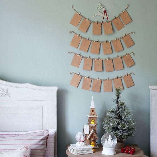 Envelope Advent Calendar Ideas : Christmas bedroom with paper envelope advent calendar