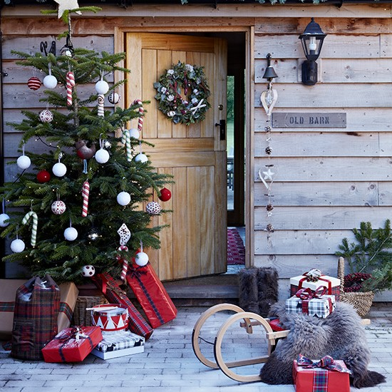 Festive entrance with outdoor christmas tree country for Home christmas decorations uk