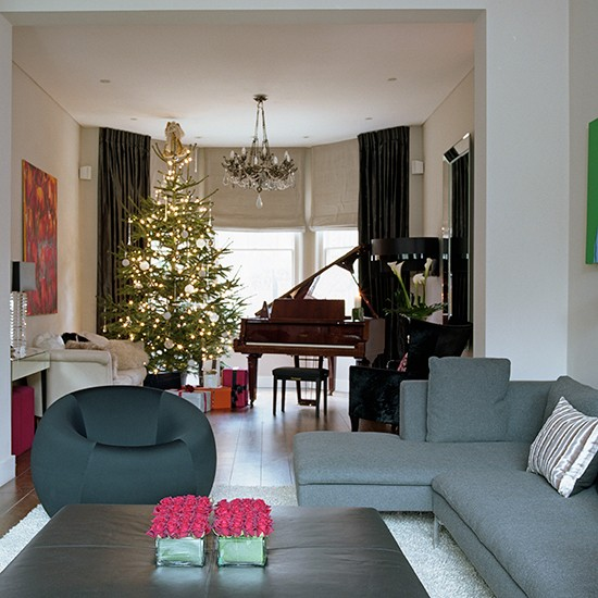 Feature tree contemporary christmas living room ideas - Imagenes de salones decorados ...