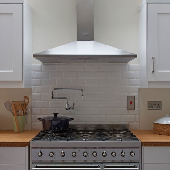 Simple white bevelled tile splashback practical kitchen for Splashback tiles kitchen ideas