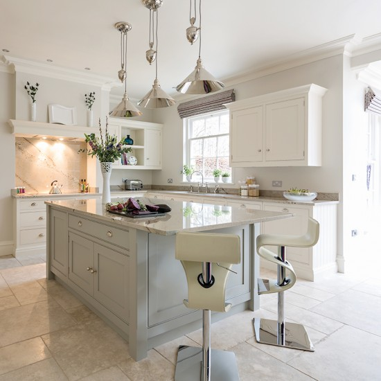 Choose classic elegance kitchen islands that really work for Open plan kitchen ideas uk