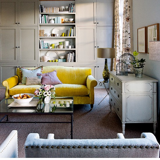 Traditional living room with fitted display shelves | Classic living rooms | PHOTO GALLERY | Homes & Gardens | Housetohome.co.uk