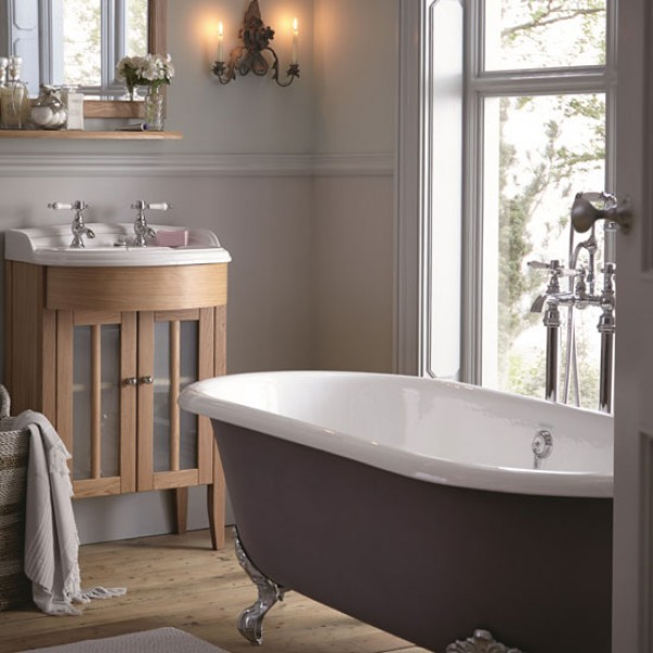 How to buy the perfect country style bath for Heritage bathrooms