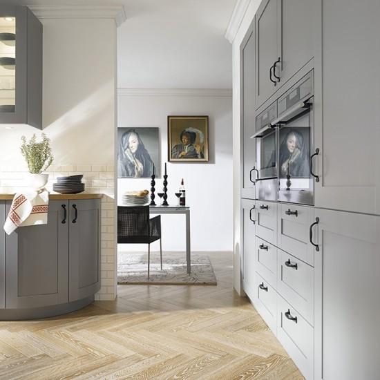 Country Kitchen Grey: Classic Grey Kitchen