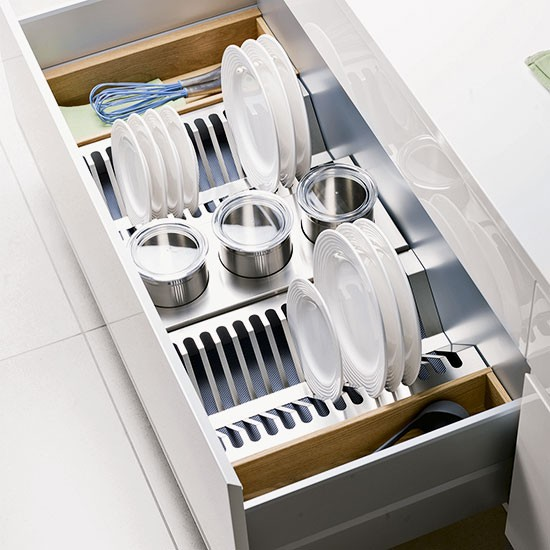 Stack plates upright in deep drawers
