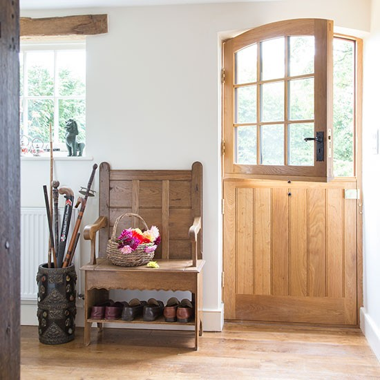 Hallway country property in surrey house tour - Country cottage hallways ...