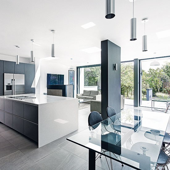 Modern Handleless Open-plan Kitchen