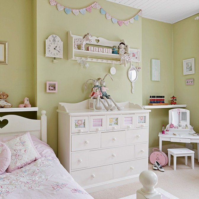 Pretty green and pink children's room