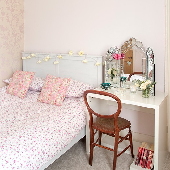Pale pink bedroom with ditsy florals Decorating  ~ Quarto Rosa Pink