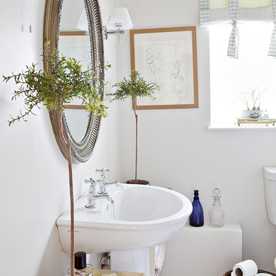 Plain white bathroom with potted plants decorating for Bathroom design oxfordshire