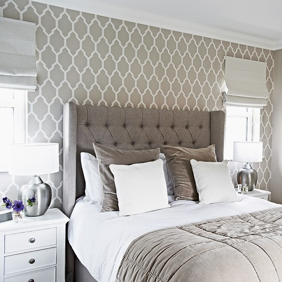 Designer bedroom in hotel chic grey designer bedrooms for Gray wallpaper bedroom