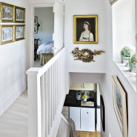 Country-house stairwell with picture gallery