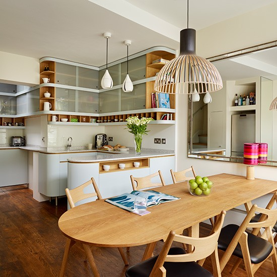 Retro kitchen diner with glass cabinets decorating for Retro kitchen ideas uk