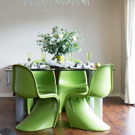 Go for green Modern Christmas decorating ideas  : Contemporary table Christmas dining room PHOTO GALLERY Style at Home Housetohome from www.housetohome.co.uk size 550 x 550 jpeg 60kB