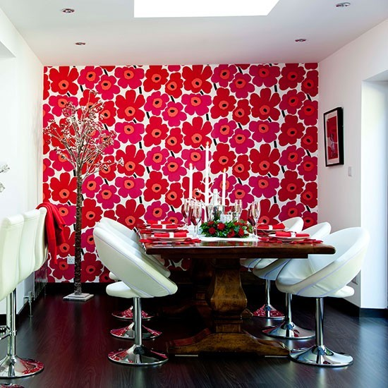 Modern christmas dining room with red and white feature for Wallpaper feature wall ideas dining room
