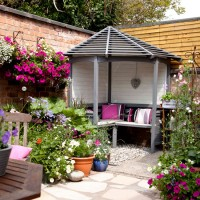 Courtyard garden with corner arbour