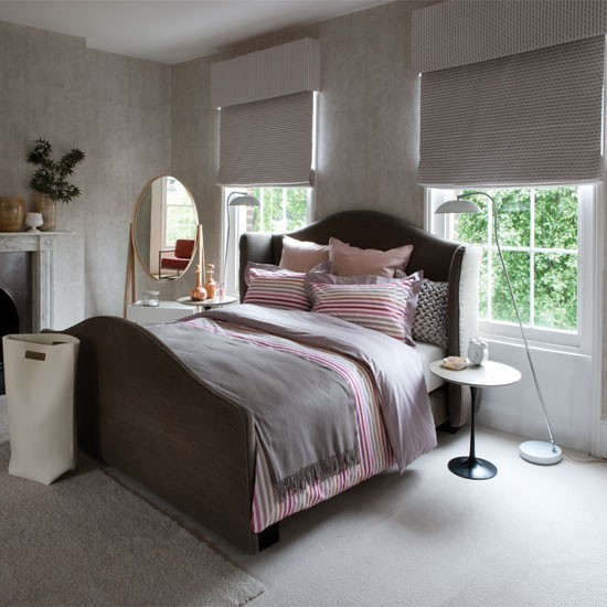 Grey bedroom with pink striped bed linen 20 gorgeous for Bedroom ideas grey bed