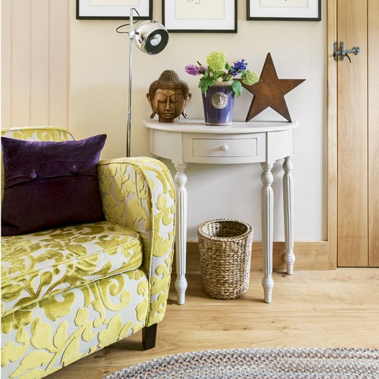 Eclectic accessories give a traditional living room a for Traditional eclectic living rooms