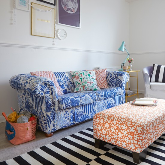 Space Furniture Rug: Living Room With Colourful Furniture And Striped Rug