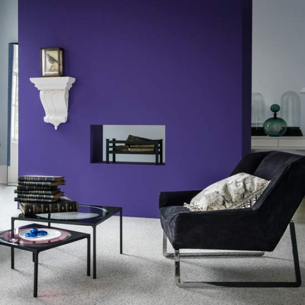 7 amazing colours for a statement wall with wow for Purple feature wallpaper living room